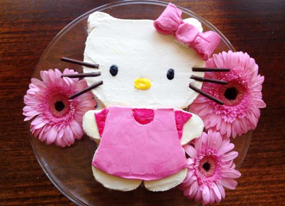 Sugarpuff's pink Hello Kitty Cake