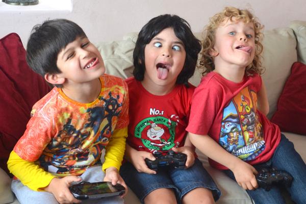 Kids play Trap Team