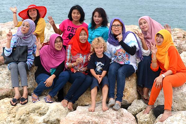 Raffles making friends on the beach in Bali
