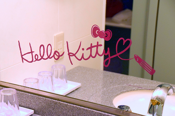Hello KItty even signed the mirror in lipstick at Keio Plaza Hotel