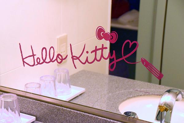 Hello KItty even signed the mirror in lipstick at Keio Plaza Hotel