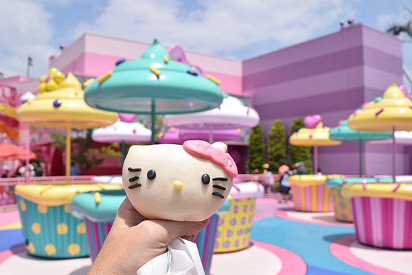 Hello Kitty Pork Buns and Hello Kitty's Cupcake Dream at Universal Studios, Osaka