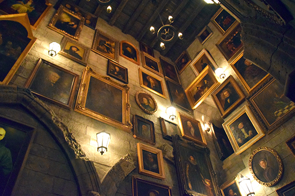The bickering portraits of Hogwarts at Universal Studios Japan
