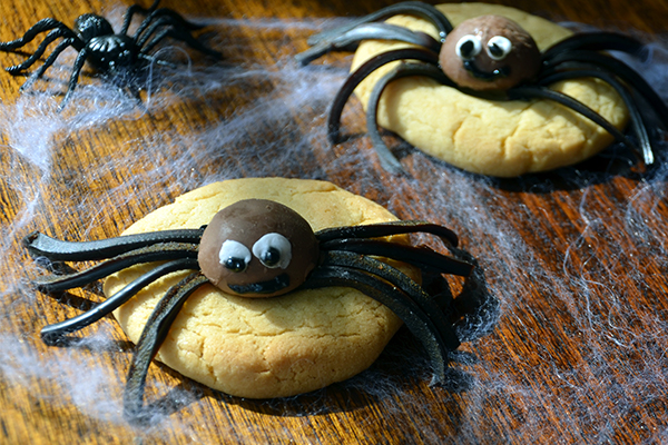 Creepy Crawly cookies for Halloween