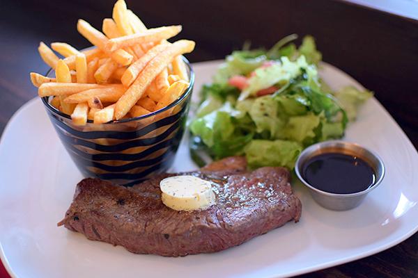 Steak Frite at Hemingway's Manly