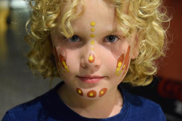 Raffles gets his face painted at Tjapukai