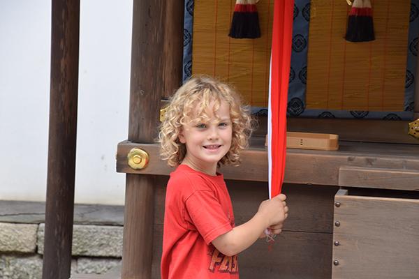 Raffles rings the bell at Fushimi Inari