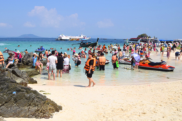 Koh Khai Nok is not so pretty when it's over crowded with tourists an their selfie-sticks