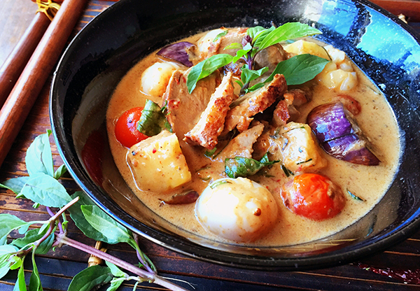 Thai Red duck curry with Lychees and pineapple recipe