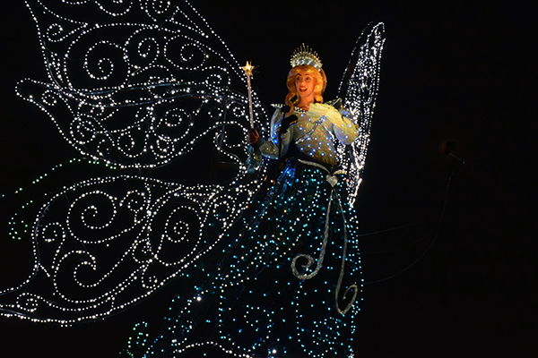 Tokyo Disneyland Dreamlights parade with kids