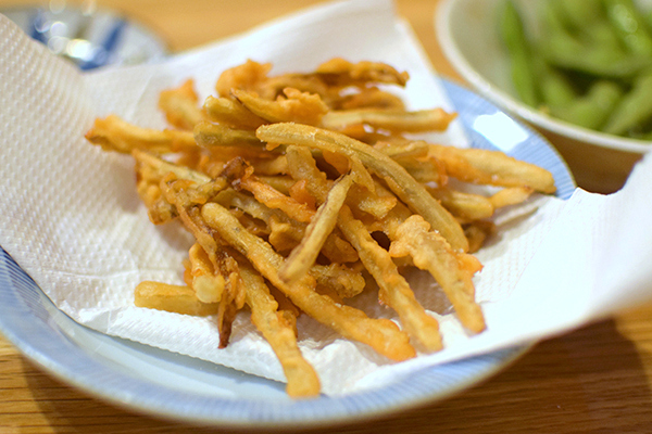 Gobou Chips - crispy battered burdock root at Yakitori Yurippi