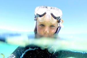 Blue eyes in the stunning blue water surrounding Green Island Cairns