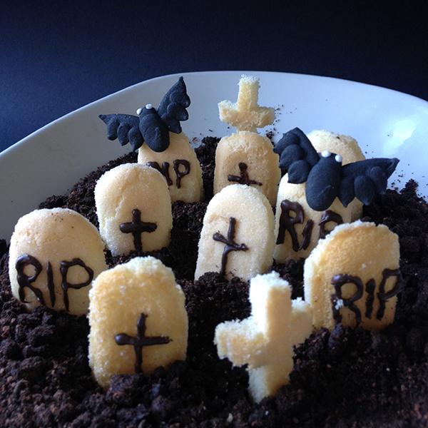Oreo Graveyard for Halloween