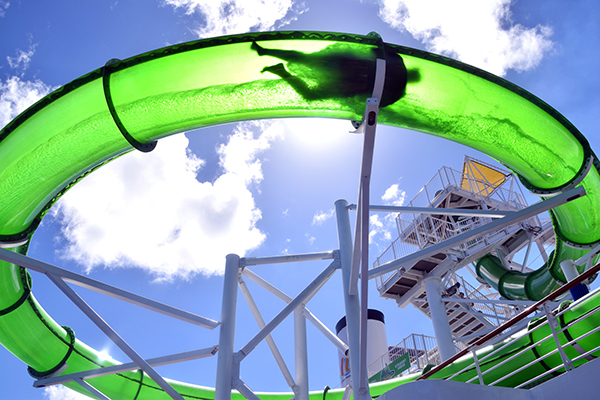 Green Thunder is the fastest slide at sea: Carnival Spirit by kids