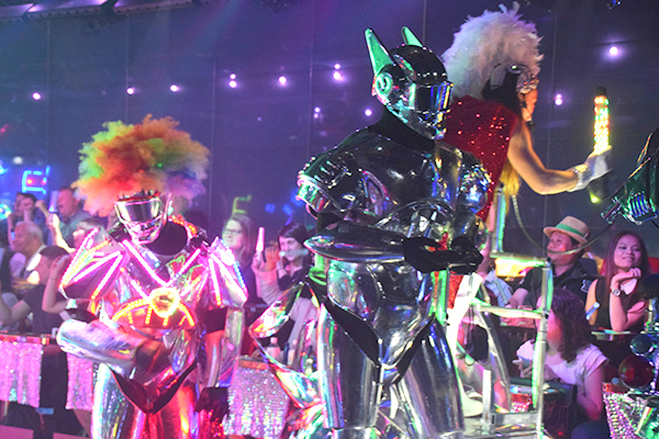Japan with kids: robot restaurant
