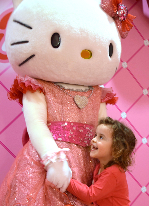 Japan by Kids: Meeting Hello Kitty at Universal Studios