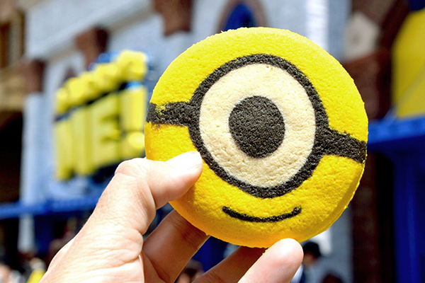Cookie sandwiches  at Minion Park at Universal Studios Japan
