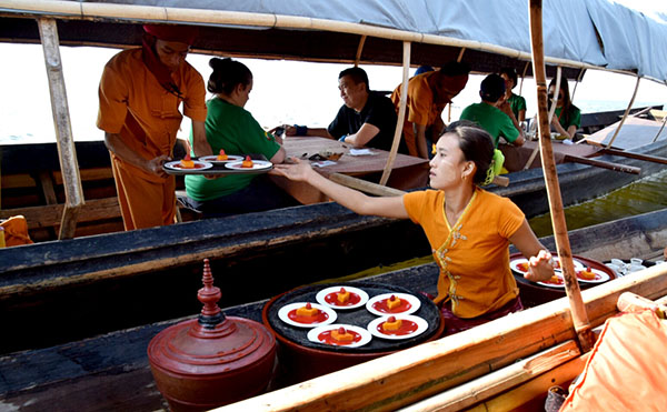A magical lunch on Inle Lake #escapers17
