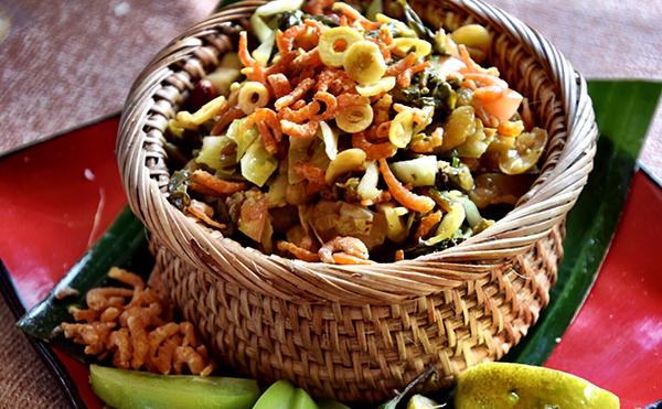 Laphet Thoke(pickled tea leaf salad)