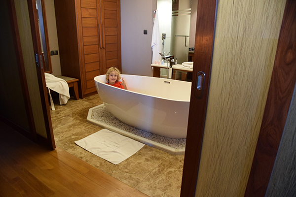 I'm going to fight the kid for this spot in our villa at Novotel Inle Lake Myat Min #escapers17