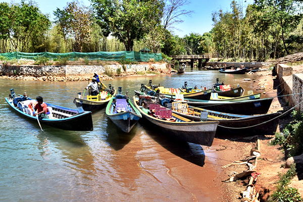 LOng boats on the canals