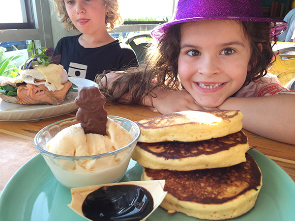 Airlie Beach food: Fat Frog Café at Cannonvale Beach
