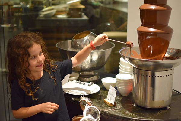 Sofitel Bali Nusa Dua with kids: CHocolate fountain at Kwee-Zeen