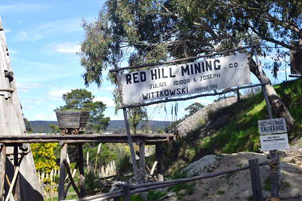 15 reasons to rush your kids to Sovereign Hill - go underground