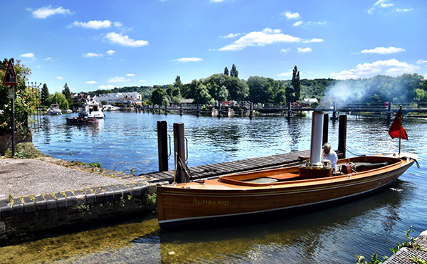 Old steamer on the Thames, Marlow