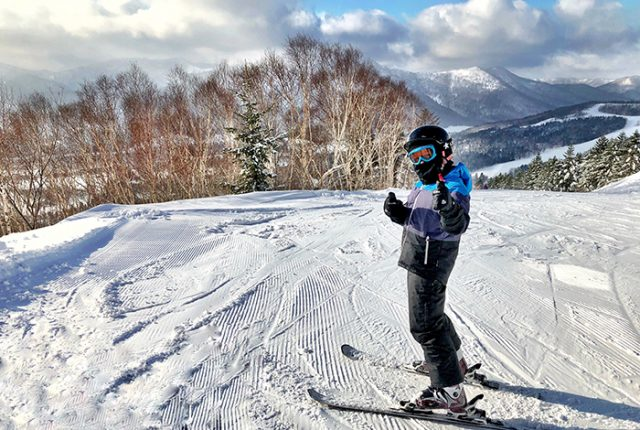 Kid skiing at Hoshino Resorts Tomamu