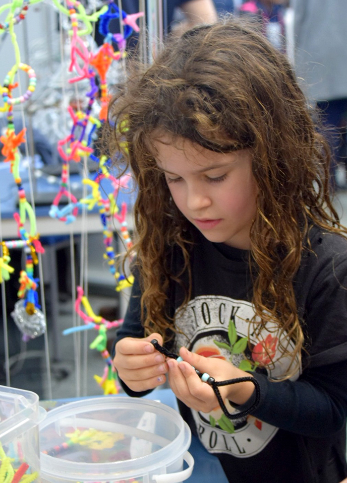 Making pipe cleaner neurons at the New Zealand International Science Festival