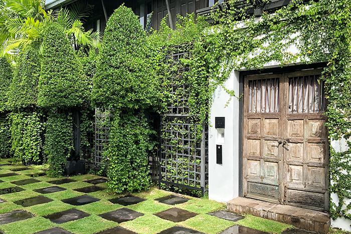 The garden at The Siam Hotel Bangkok Photo boyeatsworld.com.au