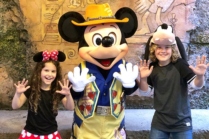 Meeting Mickey at Tokyo DisneySea ©Disney