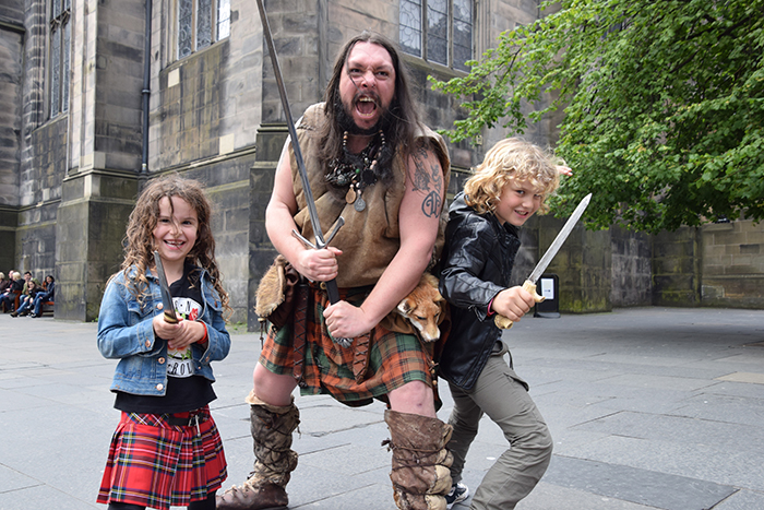 Street entertainers Edinburgh with kids