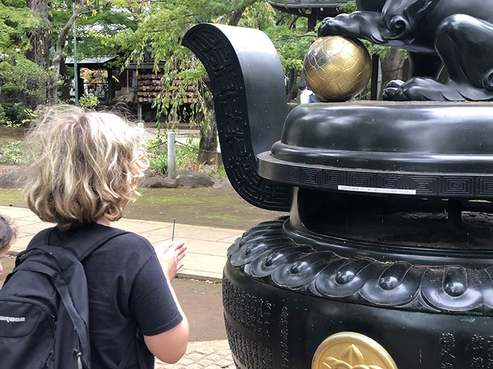 Gotokuji: The maneki-neko Temple in Tokyo with kids