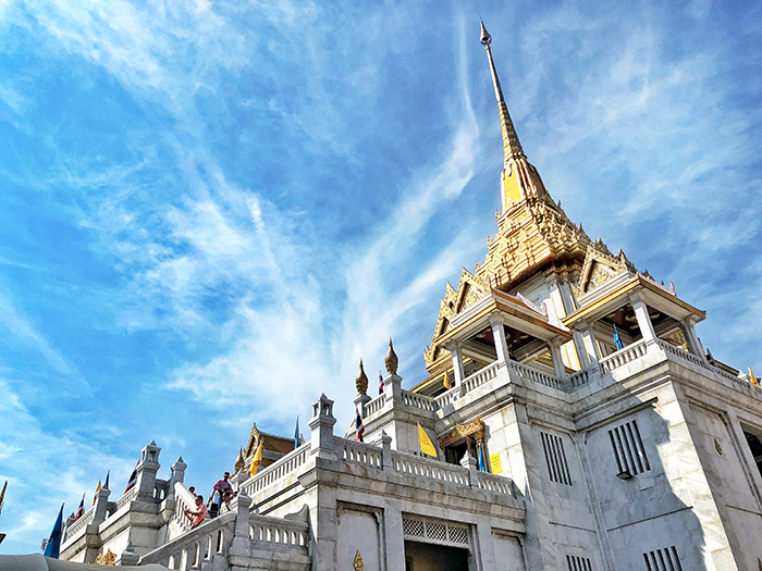 Things to do in Bangkok with kids - Wat Traimit