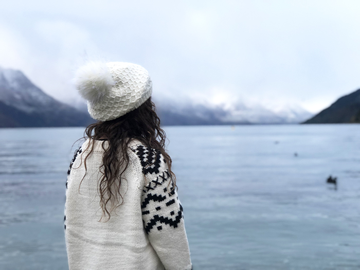 Queenstown with kids: Little girl at Lake Wakitipu