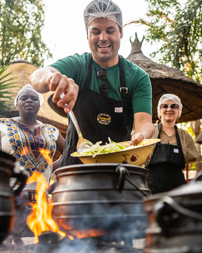 Warren Mendes cooks up South African cuisine © South African Tourism