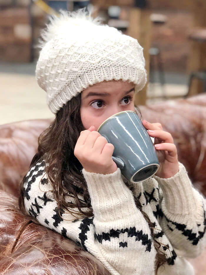 Hot chocolate by the fire at Vertikal Indoor Snow Sports ©Aleney de Winter