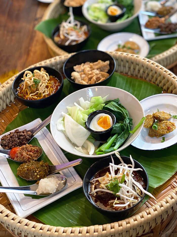 khantok at Show Neua Thai Street Food