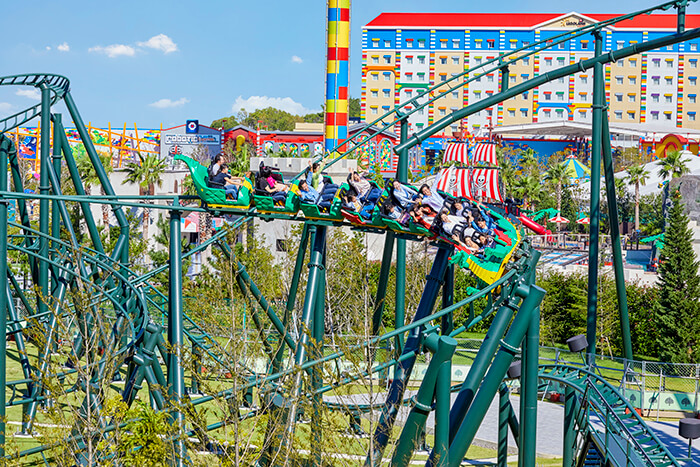Dragon ride at LEGOLAND Japan ©2021 The LEGO Group._dragon ride
