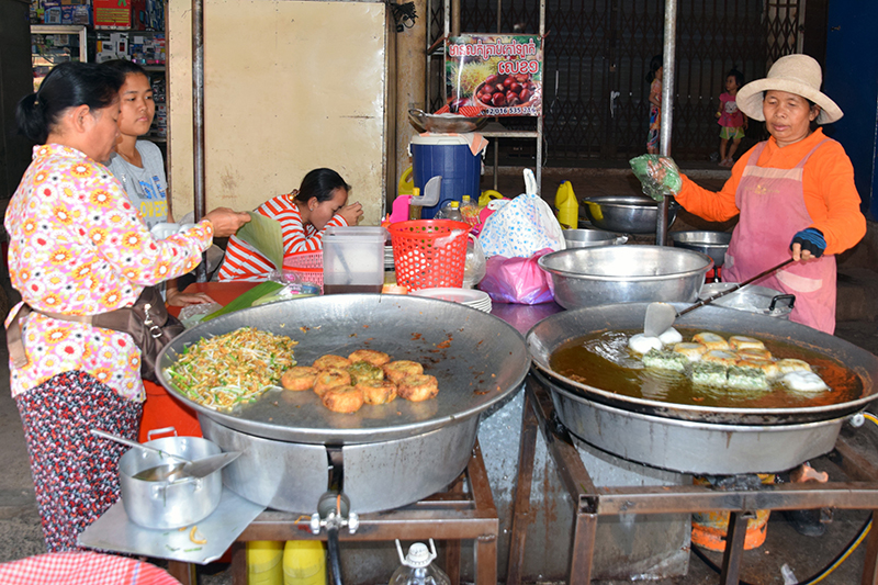 What to expect from Cambodian Cuisine: Num Kachay - Chive cakes