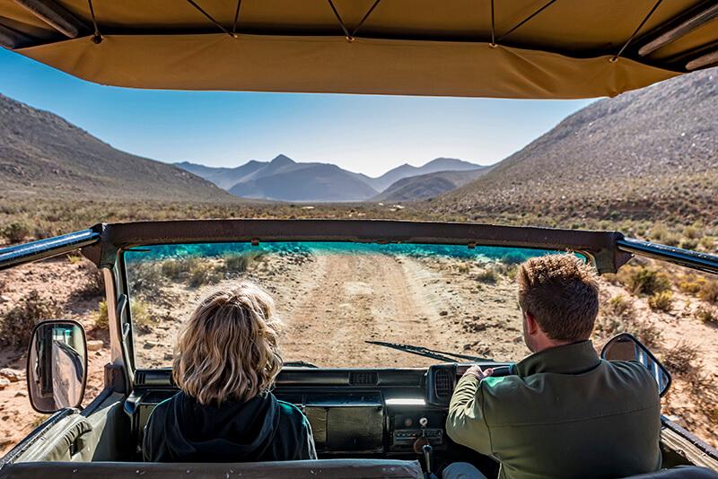 Raff and conservationist Divan at Aquila © Sherilea Gaspar:South African Tourism